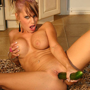 Kream fucking her vegetables